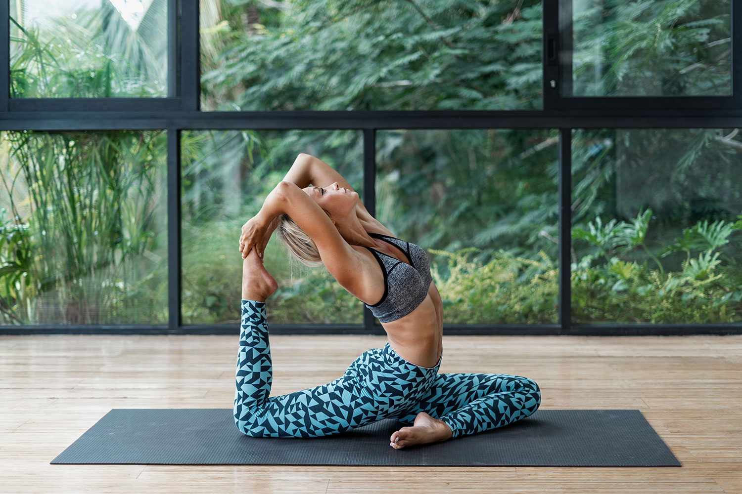 10 Ways to Modify Poses in a Yoga Class