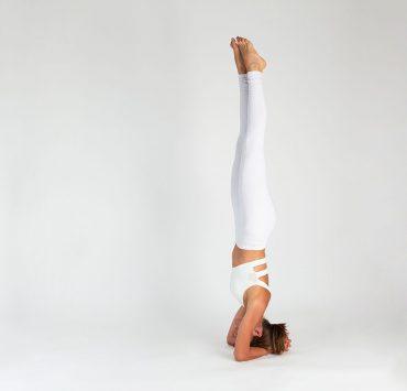Yoga Tutorial: Pincha Mayurasana