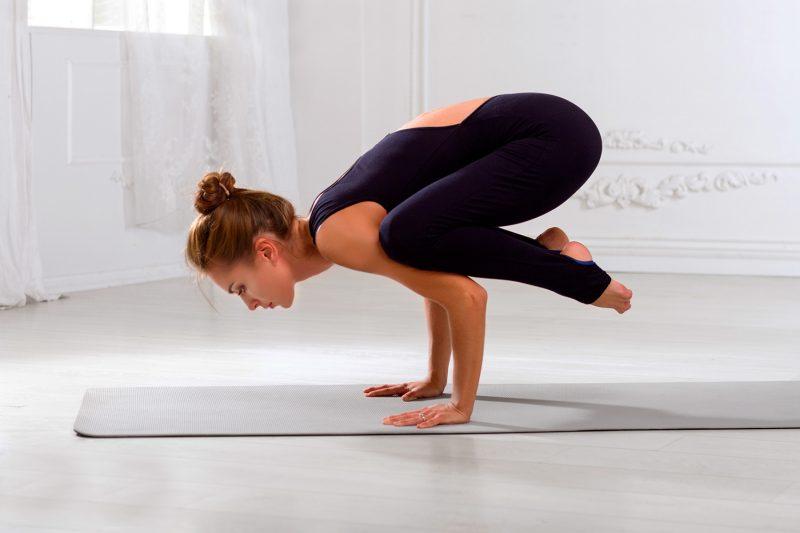How to Do Crow Pose (Kakasana) in Yoga