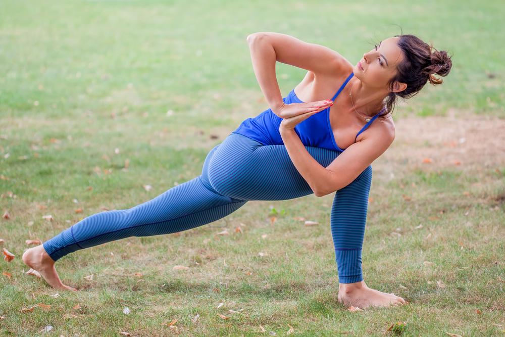 Parivṛtta Anjaneyasana — High Lunge With a Twist Pose