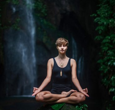 12 Ways to Practice Aparigraha Yoga's Code of Non-Attachment