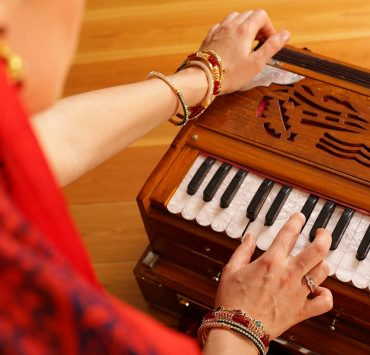 Chanting 101 Guide to Kirtan and the Power of Devotion