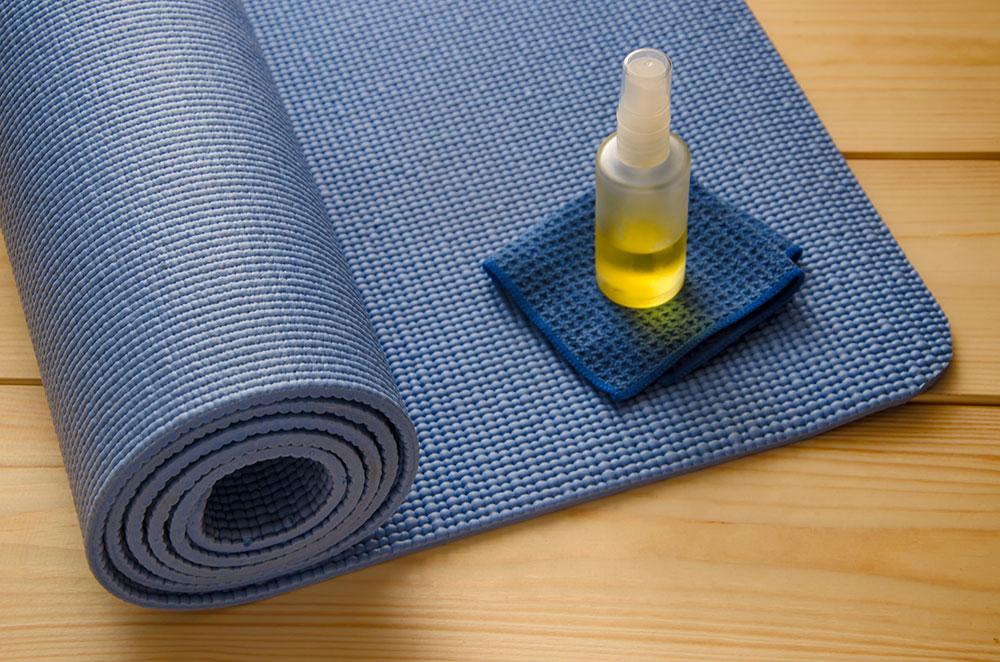Easy Daily Yoga Mat Spray Recipe