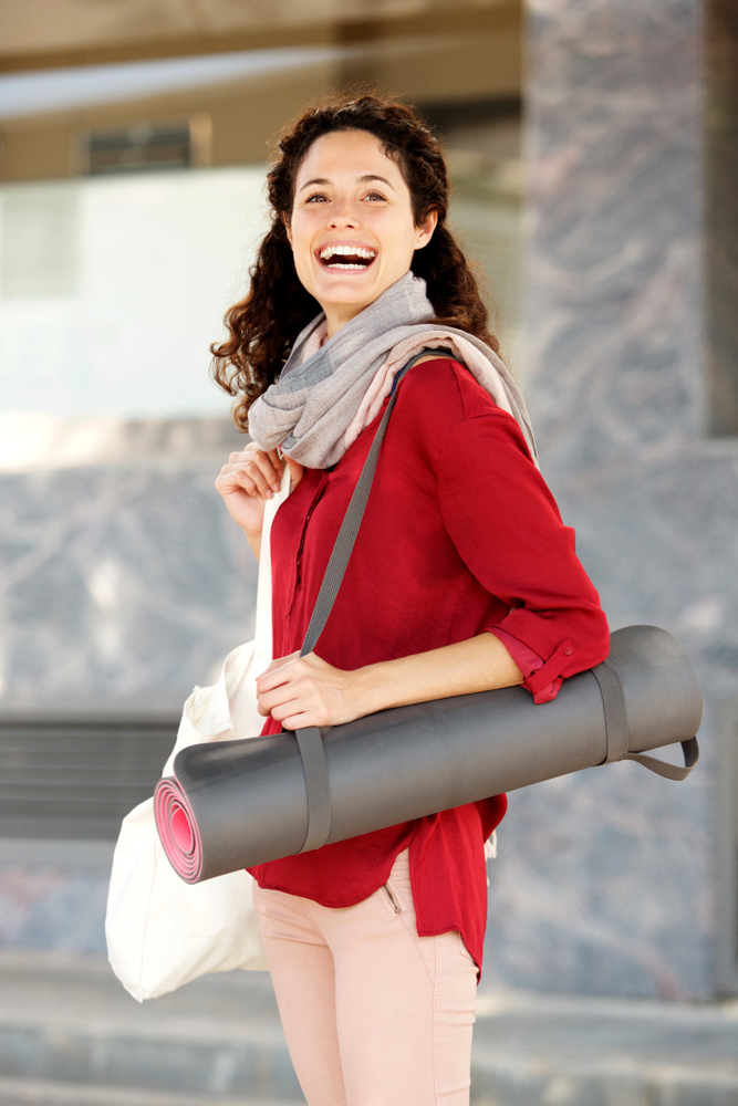 Two Common Yoga Mat Strap Carrying Methods